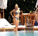 Michelle_Hunziker_bikini_at_the_Beach_in_Miami_028.jpg