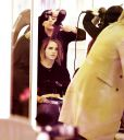 Emma_Watson_Hair_Salon_New_York_015.jpg